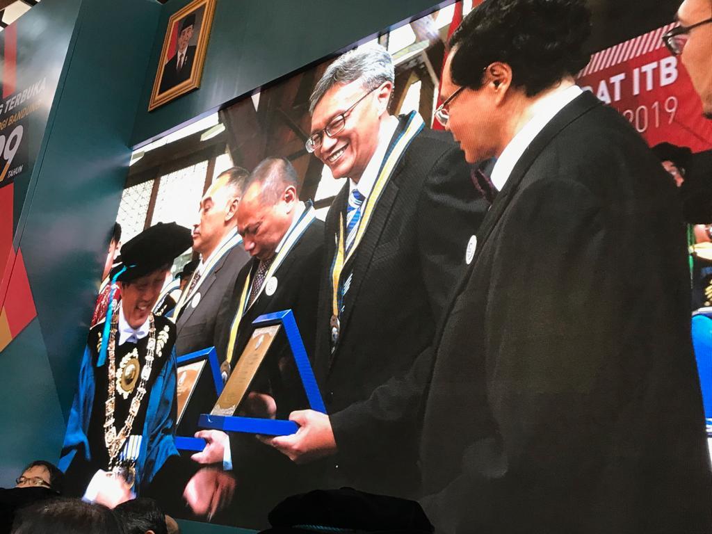 Penghargaan ITB pada Peringatan 99 Tahun Pendidikan Tinggi Teknik di Indonesia